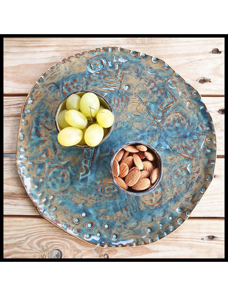 Ensemble plat + 2 contenants en grès blanc / émaux brun & bleu